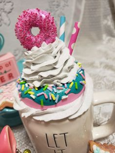 Fake Cupcakes, Fake Cake, Diy Whipped Cream, Christmas Donuts, Top Candy, Cream Mugs, Cream Decor, Christmas Tumblers, Chocolate Bomb