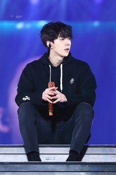 has has the vivi stare in here IM CRYIN Baekhyun Chanyeol, Sehun Hot, Kai, K Pop, Luhan And Kris, Oppa Gangnam Style, Exo Concert, Kim Minseok, Korean Boy
