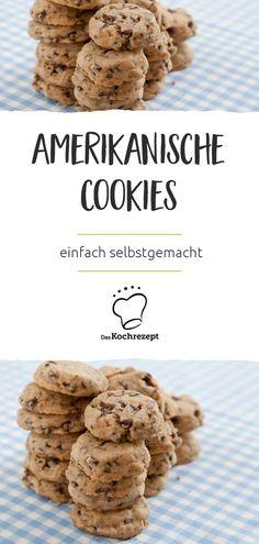 """Amerikanische Cookies – das sind ganz klassisch: Köstliche Kekse mit Schokostückchen bzw. """"Chocolate-Chips"""", ordentlich Knusper und Biss! Kein Wunder, dass diese Kekse hierzulande so viele Fans gefunden haben! #daskochrezept #cookies #kekse #chocolatechips #schokostueckchen #knusper #american #amerikanisch"""