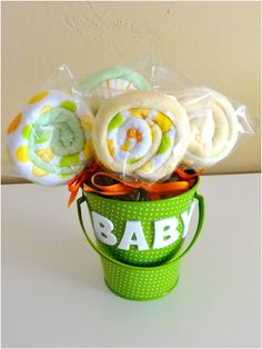 Baby Washcloth Lollipops -10 Adorable DIY Baby Shower Gifts