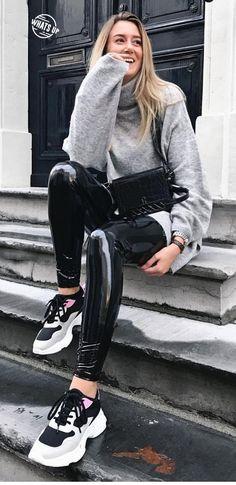 Pvc Leggings, Vinyl Leggings, Wet Look Leggings, Leggings Are Not Pants, Latex Pants, Latex Catsuit, Fetish Fashion, Latex Fashion, Leather Pants Outfit