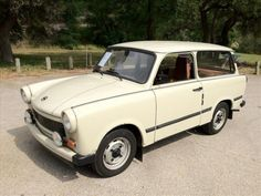 This 1978 Trabant 601 is an excellent example of the car that defined Communist East Germany. The car does seem to be in near perfect condition.-Be the hit of Cars and Coffee with this two-stroke front-drive wonder. Find it here on eBay in Austin, Texas.