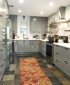 Grey kitchen ideas brings an excellent breakthrough idea in designing our kitchen. Grey kitchen color will make our kitchen look expensive and luxury. Bodbyn Kitchen Grey, Grey Ikea Kitchen, Gray Kitchen Countertops, Black Quartz Countertops, Grey Kitchen Floor, Modern Grey Kitchen, Grey Kitchen Designs, Gray And White Kitchen, Ikea Kitchen Cabinets
