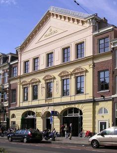"""Planciusgebouw, gesticht door de Joodse zangvereniging """"Oefening Baart Kunst"""". Plantage Kerklaan Amsterdam."""