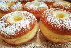 A fánk akkor a legjobb, ha finom és szalagos is, végre rájöttem, hogyan kell helyesen elkészíteni! Hozzávalók 60 dkg finomliszt 3,5 dkg élesztő kb. 3 dl langyos tej 4 ek. cukor 4 tojás sárgája 1-2 evőkanál rum 1 csipet só … Egy kattintás ide a folytatáshoz.... → Hungarian Recipes, Churros, Sweet Desserts, Bagel, Doughnut, Oreo, Donuts, Food And Drink, Favorite Recipes