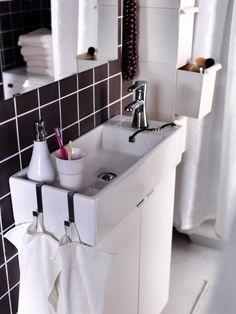 Ondiepe wastafel voor de kleine badkamer. De kleine badkamer wordt optimaal benut door in de hoogte gebruik te maken van de ruimte. deze ondiepe wasbak neemt weinig plaats in en biedt toch veel comfort. Daarnaast heeft de wastafel een ingebouwde opbergruimte waar je zeep en handdoeken kwijt kunt. De haken aan de wasbak zijn ideaal om je handdoeken aan te hangen. Ikea