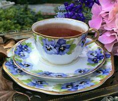 Amor-perfeito e com chá.