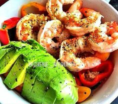 It's a POWER BOWL! Shrimp Power Bowl Ingredients: lightly grilled (or cooked) shrimp, avocado, bell peppers & broccoli. Pork Dishes, Fish Dishes, Fun Recipes, Paleo Recipes, Cooked Shrimp, Fish Friday, Healthy Munchies, Power Bowl, August 5th
