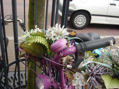 Roze fiets, pink bike with flowers