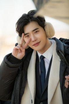 Lee jong suk ❤❤ while you were sleeping drama ^^ Suwon, Asian Actors, Korean Actors, Korean Men, Lee Jong Suk Wallpaper, Jong Hyuk, Lee Jong Suk Cute, Kang Chul, Lee Young