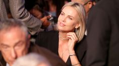 Charlize Theron Photos - Actress Charlize Theron attends the super welterweight boxing match between Floyd Mayweather Jr. and Conor McGregor on August 2017 at T-Mobile Arena in Las Vegas, Nevada. v Conor McGregor Charlize Theron Photos, Charlize Theron Oscars, Conor Mcgregor Boxing, Sibley Scoles, Mcgregor Fight, Jo Jackson, Oscar Winning Films, Floyd Mayweather, Grace Kelly