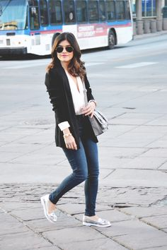 Casual look with #hm black blazer and #americaneagle #jeans #aeostyle #aeojeans