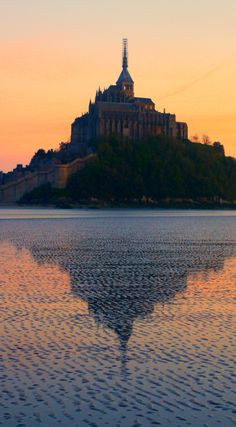 Explore France 2nd most visited place off the beaten path by crossing its marvelous bay. Click on the pin for the best tips, guides and get inspired by the pictures. Unravel its secrets and find out what the mass will never discover!
