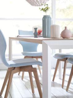 Diamond   Joni Wood by Bert Plantagie. De eetkamerstoelen en tafel zijn verkrijgbaar bij Gilsing Wonen. Kom ze bekijken in onze showroom in Zevenaar of op onze website http://www.gilsingwonen.nl/merken/bert-plantagie