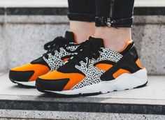 b0e16788272a5a NIKE AIR HUARACHE SAFARI BLACK ORANGE SUMMIT WHITE 820341 100   150 http