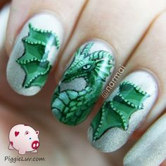 PiggieLuv: Green dragon nail art