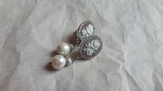 Ehi, ho trovato questa fantastica inserzione di Etsy su https://www.etsy.com/it/listing/265276321/flower-cameo-earrings-set-in-925-silver