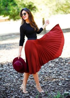 Black blouse and red midi skirt Black blouse and red midi skirt Work Fashion, Modest Fashion, Fashion Dresses, Style Fashion, Fashion Fall, Trendy Fashion, Fashion Ideas, Fashion Tips, Mode Outfits