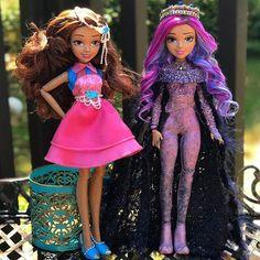 Stunning handmade custom dolls of Disney Descendants 3 characters Disney Descendants Dolls, Descendants Characters, Disney Channel Descendants, Disney Dolls, Disney Characters, Disney Villains, Disney Movies, Decendants, Cute Disney