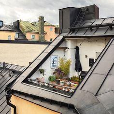 One Fine Dream Terrace Design For Long Saturday Mood. ・・・ Dream Terrace by Photo by Rooftop Terrace, Terrace Garden, Rooftop Design, Terrasse Design, Scandinavian Home, Exterior Design, Interior Architecture, Beautiful Places, Beautiful Sunset