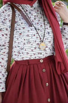 Merlot button up skirt with white patterned top and gold robe jewelry Islamic Fashion, Muslim Fashion, Modest Fashion, Hijab Fashion, Fashion Dresses, Modest Dresses, Modest Outfits, Casual Outfits, Cute Outfits