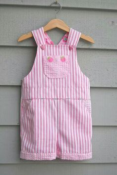 ikat bag: Overalls - Adaptation for Girls free pattern Kids Patterns, Sewing Patterns Free, Free Sewing, Clothing Patterns, Free Pattern, Girl Dress Patterns, Pattern Sewing, Sewing Kids Clothes, Sewing For Kids