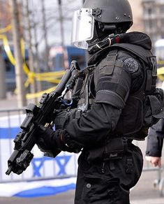 French RAID operator in Paris Porte de Vincennes after the hostage taking in January 2015 Crédit : Getty image