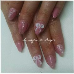 Girly gelpolish mani with 3D bow, lace and rhinestones