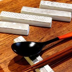 鈴木陽子さん銀彩カトラリーレスト和と洋が一緒のメニューの時にもおすすめです #織部 #織部下北沢店 #陶器 #器 #ceramics #pottery #clay #craft #handmade #oribe #tableware #porcelain