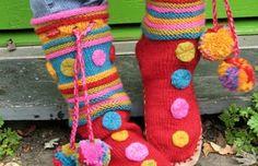 Free knitting pattern for Macarons Slipper Boots and more slipper knitting… Crochet Slipper Boots, Knitted Slippers, Slipper Socks, Knitting Patterns Free, Knit Patterns, Free Knitting, Knit Slippers Free Pattern, Knitting Socks, Knit Crochet
