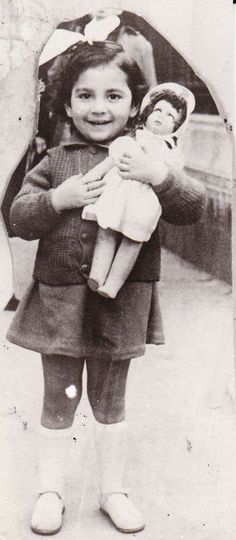 Marriane Soussi pictured holding her beloved doll in happier times -- a child of the Nazi Holocaust Anne Frank, World History, World War Ii, Holocaust Children, Books And Tea, Holocaust Memorial Day, Lest We Forget, Precious Children, Horror