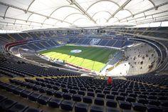 """Commerzbank-Arena, Fráncfort, Alemania. Capacidad 48.132 espectadores, equipos:  Eintracht Frankfurt y FSV Frankfurt. Inaugurado en 1925 con el nombre de """"Waldstadion"""", remodelado para  la Copa Mundial de la FIFA 2006 pasó a llamarse Estadio de la CM de la FIFA de Fráncfort (en idioma alemán: FIFA WM-Stadion Frankfurt)."""