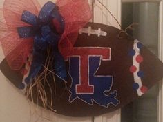 Louisiana tech this one I painted for Colleen Hannon. Louisiana Tech, Wooden Cutouts, Sport Craft, Decorating Ideas, Craft Ideas, Dorm Life, Alma Mater, Door Hangers, 4th Of July Wreath