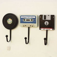 Wandhaken Shabby Chic Deko Tape Record Haken Kreative Kleiderbügel Deko A . Wall Mounted Key Holder, Wall Key Holder, Key Holders, Letter Holder Wall, Record Holder, Retro Home Decor, Diy Home Decor, Decor Crafts, Diy Casa