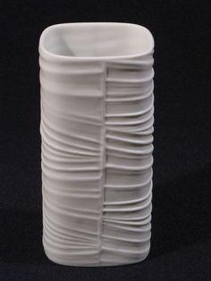Rosenthal op art Vase 3056 / 12 weißes Bisquitporzellan quadratisch 12.8 cm hoch