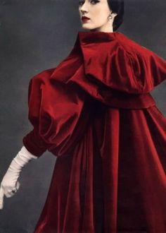 Cristóbal Balenciaga red velvet evening coat/swing coat