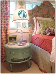 What a fun girls room. Love all the prints