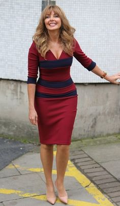 Carol Vorderman is a British media personality. She is popularly known us for popular game show Countdown as a co- hosted. The show ran for 26 years fro 50 Fashion, Fashion Images, Fashion Beauty, Female Fashion, Carol Vordeman, Dame Helen, Tv Presenters, Sexy Older Women, Voluptuous Women