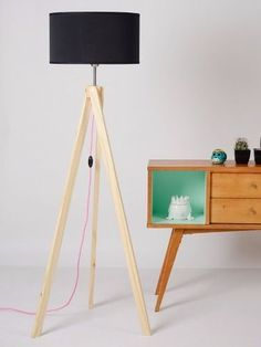 Tripod floor lamps inspirations for your living room decor. Diy Floor Lamp, Modern Floor Lamps, Lamp Inspiration, Concrete Lamp, Wooden Lamp, How To Antique Wood, Diy Room Decor, Home Decor, Lamp Design