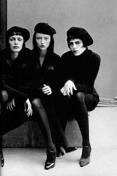 sirensongfashion: Photographed by Peter Lindbergh for Vogue Italia October 1997 - - Women Fashion Foto, Fashion History, Peter Lindbergh, Richard Avedon, Film Noir Fotografie, Beatnik Style, Beatnik Fashion, 90s Fashion, Couture Fashion