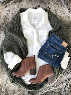 #jeanshose #weissebluse #pullover #anklebooties cocoon green sweater brown booties white shirt