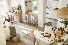 El Mueble - Premia 230. cocina abierta con barra de desayuno hacia el salon comedor