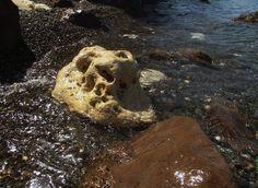 камни,если смотреть на большой-нос,глаза - null