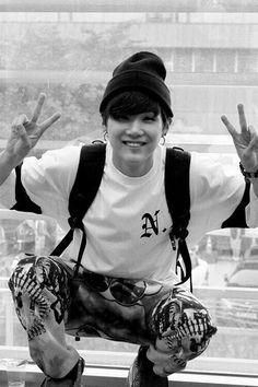 bts min yoongi Guys there is a reason Suga was my first bias before I fell into the hole that is bias in gain entire group. Observe his beauty. Namjoon, Min Yoongi Bts, Kim Taehyung, Min Suga, Suga Suga, Daegu, Bts Boys, Bts Bangtan Boy, Foto Bts