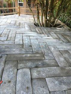22 beautiful diy mosaic garden path decorations for your inspiration 09 | maanitech.com #gardenpaths #gardenideas #paths #diygarden #gardendesign #yardlandscapingideas