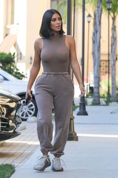 Kim Kardashian Wearing Yeezy — PICS Kim Kardashian Wearing Kanye West's Yeezy Line: Photos – Hollywood Life Yeezy Outfit, Look Kim Kardashian, Kardashian Jenner, Kim Kardashian Yeezy, Kardashian Kollection, Kim Kardashian Clothes, Kim Kardashian Blazer, Kim Kardashian Photoshoot, Kardashian Nails