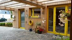 Bild MCB NUR HOLZ Vollholzhaus Massivholzhaus, Umweltfreundliches und energieeffizientes Bauen. Wir erstellen für Sie ihr Einfamilienhaus, planen ihr Mehrfamilienhaus und finden Lösungen im mehrgeschossigen Objektbau! Öffentliche Gebäude und Immobilien mit besonderen Ansprüchen übernehmen wir gerne! http://www.zimmerei-massivholzbau.de