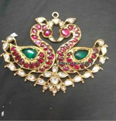 Latest Collection of best Indian Jewellery Designs. Indian Jewelry Sets, Indian Jewellery Design, India Jewelry, Temple Jewellery, Bridal Jewelry Sets, I Love Jewelry, Jewellery Designs, Bridal Jewellery, Gold Jewellery
