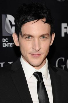 Robin Lord Taylor Photos - Actor Robin Lord Taylor attends the GOTHAM Series Premiere event on September 2014 in New York City. - 'Gotham' Premieres in NYC — Part 2 Gotham Tv, Gotham Series, Gotham Cast, Tv Series, Pretty Men, Beautiful Men, Anthony Carrigan, Penguin Gotham, Robin Taylor