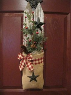 Primitive Country Christmas Decorations #PrimitiveCountryDecorating
